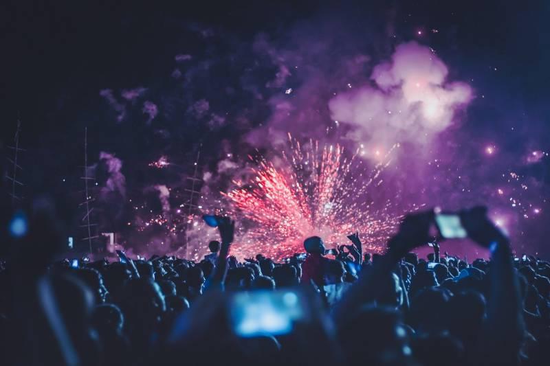 屋外フェスの花火