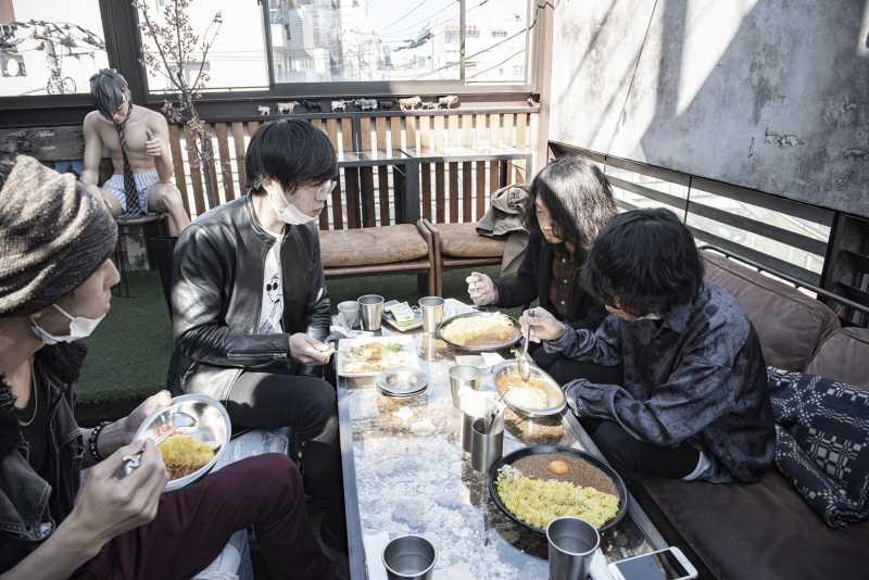 現在、屋外活動を自主的に自粛しているヘカトンケイル・シスターズは、2020年3月20日、東京代々木Laboまで、2nd mini Albumのリリースツアーを敢行していた。